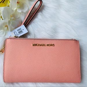 MICHAEL JORS  LARGE DOUBLE ZIP WRISTLET PALE PINK